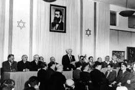 David Ben Gurion leser Uavhengighetserklæringen i Tel Aviv Kunstmuseum 14. mai 1948.