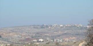 Landsby i Sør-Libanon sett fra Israel. (Foto: Conrad Myrland, MIFF)