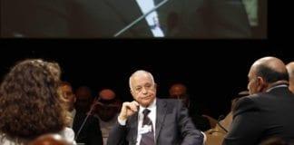 Leder i Den Arabiske liga, Nabil Elaraby, mottok brevet fra Syrias myndigheter der de aksepterer forespørselen om å sende observatører til landet. Foto: Nader Daoud, World Economic Forum.