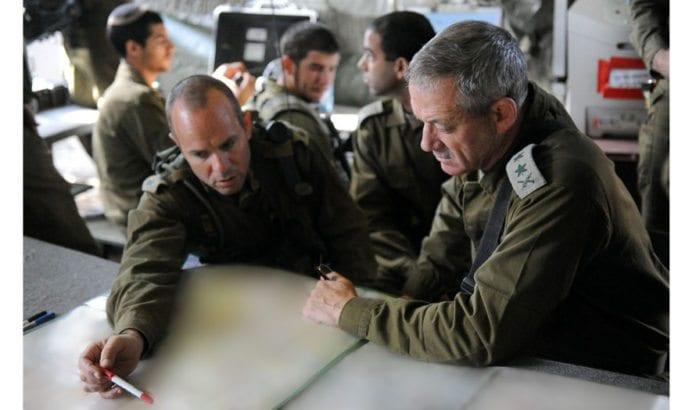 Forsvarssjef Benny Gantz (t.h.) under en IDF-øvelse. (Foto: IDF)