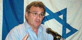 Professor Benny Morris holder foredrag på MIFFs årsmøte sommeren 2007. (Foto: Conrad Myrland, MIFF)