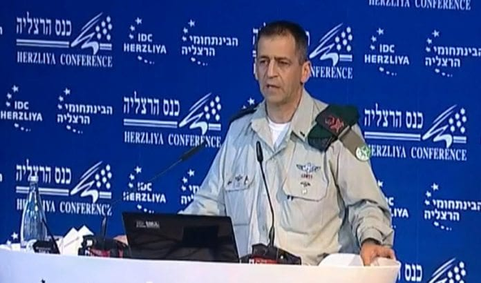 Sjef for den militære etterretningen generalmajor Aviv Kochavi. (Skjermdump fra video på YouTube.)