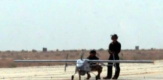 Dette israelske droneflyet Pioneer veier kun 200 kilogram og har en toppfart på 200 km/t. Liknende droner solgte Israel til Georgia. (Foto: James Gordon, flickr.com)