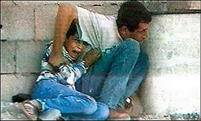 Tv-bilder av Muhammad al-Dura og faren Jamal al-Dura.