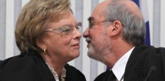 Asher Grunis (t.h.) har overtatt som leder av høyesterett etter Dorit Beinisch. (Foto: timesofisrael.com)