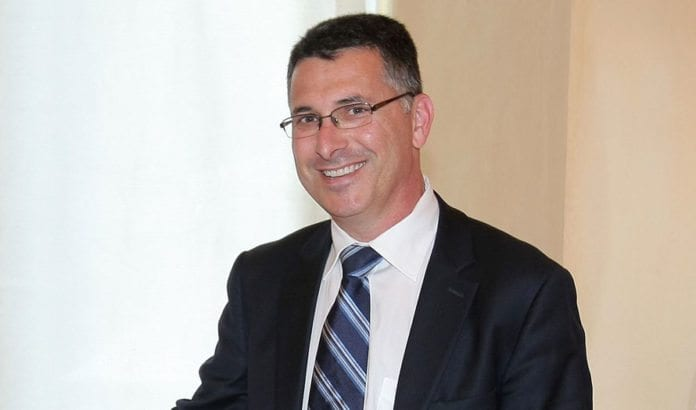 Gideon Sa'ar (Likud) har tidligere vært minister i Netanyahus regjeringer.