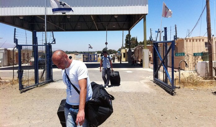Drusere som studerer i Syria kommer tilbake til Israel i juli 2011. (Foto: IDF)