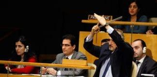 Syrias FN-ambassadør ber om ordet i generalforsamlingen 16. februar 2012. (Foto: Devra Berkowitz, FN)