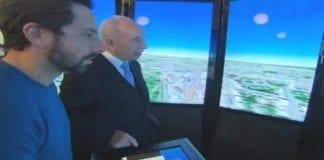 Shimon Peres fikk 3D-omvisning i Israel og av sitt fødested Vishneva i dagens Hviterussland, da han gjestet Googles hovedkvarter torsdag. (Foto: Skjermdump av video fra YnetNews.com)