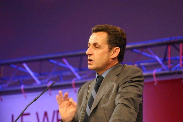 Frankrikes president Nicolas Sarkozy har beordret alle landets skoler til å gjennomføre et minutts stillhet tirsdag, for å minnes ofrene i Toulouse. (Foto: Adam Timworth)