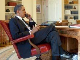 Natt til tirsdag ringte USAs president Barack Obama PA-president Mahmoud Abbas, for å diskutere framgang i fredsprosessen med Israel. (Foto: Pete Souza, Det hvite hus))