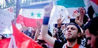 Pro-syriske demonstranter utenfor Syrias ambassade i Kairo, i april 2011. (Illustrasjon: Maggie Osama)