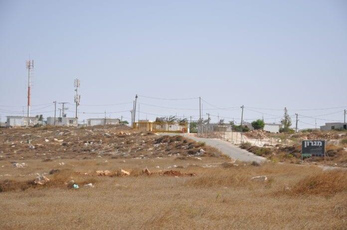 Utposten Migron på Vestbredden blir nå revet uten at innbyggerne gjør alvor av å gjøre motstand. (Foto: Helga Tawil Souri)