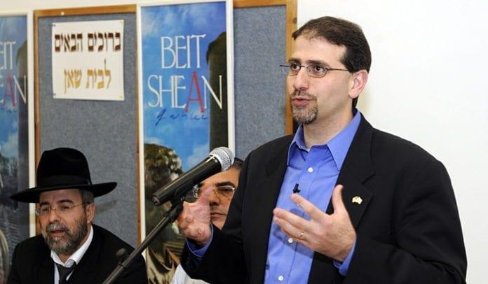 USAs ambassadør i Israel, Dan Shapiro, avslører at USA fortsetter som medlem av Menneskerettighetsrådet, for å skifte fokuset fra Israel og over på Syria og Iran. (Foto: Matty Stern, USAs ambassade i Tel Aviv)