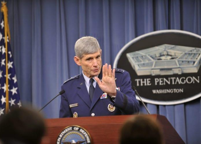 - Det vi kan gjøre [mot Iran] - du ville ikke akkurat ønsket å være i området, sa luftforsvarssjefen Norton Schwartz onsdag. (foto: Det amerikanske forsvarsdepartementet)
