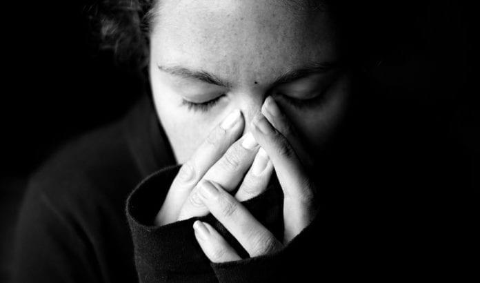 Uten et skilsmissebrev fra ektemannen, har ikke jødiske kvinner lov til å gifte seg igjen. Den nye loven skal gjøre det tøffere for menn å holde skilsmissebrevet tilbake. (Illustrasjonsfoto: Meredith Farmer, flickr.com)