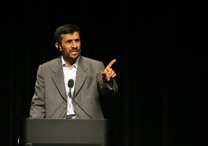 Irans president Mahmoud Ahmadinejad avviser Vestens krav om å stanse anrikningen av uran. (foto: Daniella Zalcman)