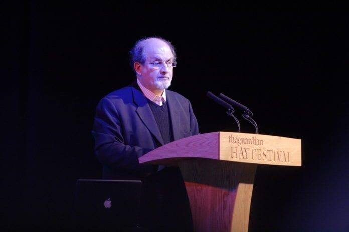 Forfatter Salman Rushdie kritiserer Israels beslutning om å utestenge den tyske dikteren Günter Grass. (Foto: Alexander Baxevanis)