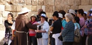 En gruppe pilegrimmer i Gamlebyen i Jerusalem. (Illustrasjon: flickr.com)