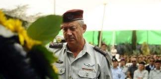Forsvarssjef Benny Gantz æret i fjor de drepte soldatene fra Yom Kippur-krigen. (Foto: IDF)