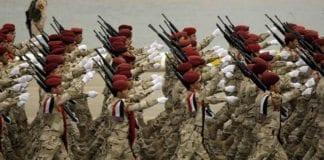 Det er Iran som framover vil styre hvilken funksjon det irakiske militæret vil fylle i Midtøsten, mener Dore Gold. På bildet: Irakiske soldater i marsj. (Illustrasjon: flickr.com)