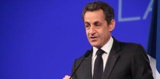 """Nicolas Sarkozy har begynt å sende """"frierbrev"""" til velgergrupper for å ta igjen forspranget til Francois Hollande i presidentvalgkampen. (Foto: UMP)"""