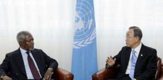 Den siste FN-resolusjonen ber Syrias regjering respektere FN-utsending Kofi Annans (t.v.) fredsplan. Til høyre: FNs generalsekretær Ban Ki-moon. (Foto: UN Information Service, Geneva)