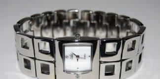 Armbåndsur fra Israels eneste klokkeprodusent selges på torget.miff.no.