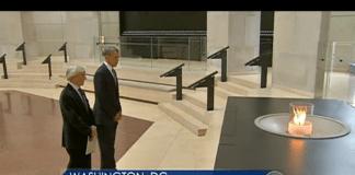 President Barack Obama sammen med Holocaust-overlever og Nobel-prisvinner Eli Wiesel i Holocaust-museet i Washington. (Skjermdump fra CBS News)