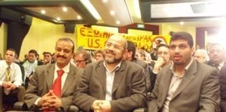 Moussa Abu Marzouk (midten) hevder Hamas ønsker en våpenhvile med Israel. (Foto: Hossam el-Hamalawy)