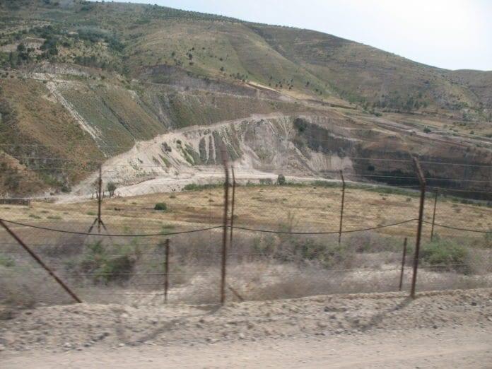 Grensegjerdet mot Jordan i Nord-Israel. (Foto: James Emery)