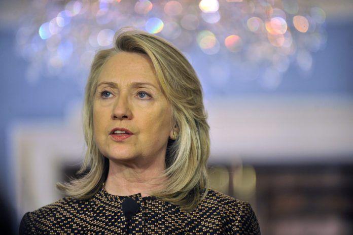 Hillary Clinton ønsker at India skal forsøke enda hardere å bremse importen av olje fra Iran. (Foto: Glenn Fawcett, Det amerikanske forsvarsdepartementet)