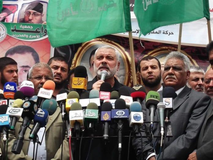 Hamas-leder Ismail Haniyeh (midten) avslører hvordan uenighetene mellom Hamas og Iran trolig vil bli langvarige. (Foto: Joe Catron)