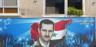 """""""President Bashar Assad og det syriske folk bøyer seg ikke for noen, bortsett fra Gud."""" Dette bildet skal være tatt i 2006. (Foto: abuleuxfab, flickr.com)"""