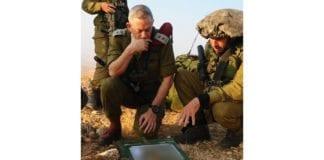 Forsvarssjef Benny Gantz (t.v.) deltar på en øvelse med Givati-brigaden i Sør-Israel. (Illustrasjonsfoto: IDF)