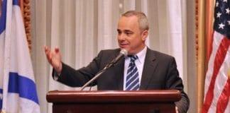 Israels finansminister Yuval Steinitz overførte før helgen nesten 300 millioner kroner til de palestinske myndighetene. (Foto: GPO)