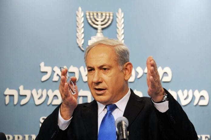 Benjamin Netanyahu har kanskje en av de største koalisjonsregjeringene i Israels historie. Men det gjør også at en større del av de politiske uenighetene finner sted innad i regjeringen. (Foto: GPO)