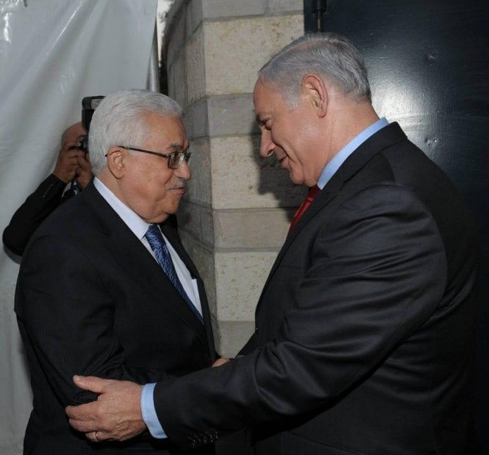Under fredssamtalene mellom PA-president Mahmoud Abbas (f.v.) og Israels statsminister Benjamin Netanyahu, 15. september 2010. (Foto: GPO)