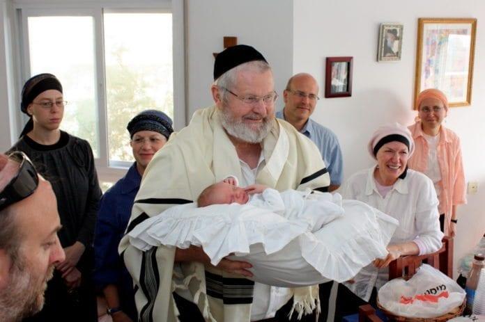 Jødenes årtusenlange praksis med omskjæring av guttebarn på den åttende levedag blir sett på som brudd på menneskerettighetene. (Illustrasjonsfoto: Avital Pinnick, flickr.com)