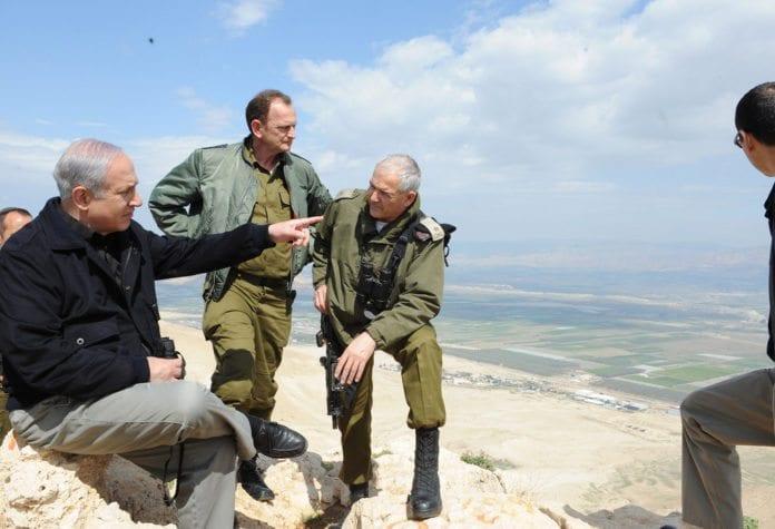Når statsminister Benjamin Netanyahu (t.v.) og resten av regjeringen driver PR-arbeid på vegne av Israel, er det svært mye som er kritikkverdig, mener Neil Lazarus. (Foto: IDF)