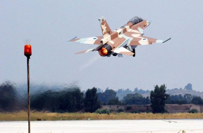 Et israelsk F-16 D 041 tar av for første gang etter overhaling. (Foto: Avihai Soher, Israel Air Force)