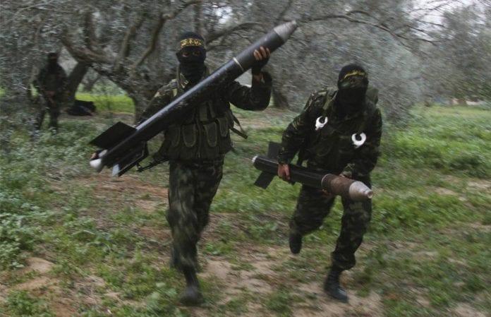 Terrorister fra Islamsk Jihad gjør seg klare til å avfyre raketter mot israelske mål. (Foto: Amir Farshad Ebrahimi)