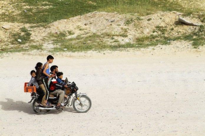 Slike syn kan bli stadig sjeldnere på Gaza-stripen, etter som Hamas har lagt ned forbud mot import av motorsykkeldeler. (Foto: J. McDowell)
