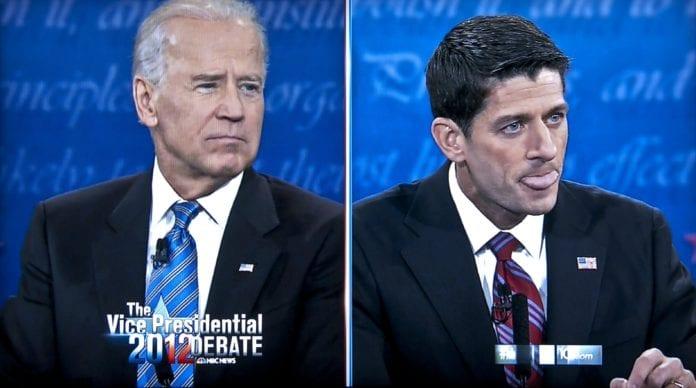 Joe Biden (f.v.) og Matt Ryan braket sammen til visepresidentdebatt i natt. (Foto: Skjermdump fra NBC)