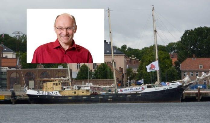 Skipet Estelle da de lå til kais i Oslo tidligere i år. Innfelt stortingsrepresentant Aksel Hagen (SV). (Foto: MIFF)