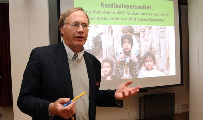 Halvor Tjønn, utenriksmedarbeider i Aftenposten, holdt foredrag i MIFF Drammen tirsdag 2. oktober 2012. (Foto: Conrad Myrland, MIFF)