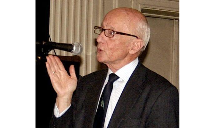 Kåre Willoch under et foredrag i 2006. (Foto: Robert E. Haraldsen, Wikimedia Commons)