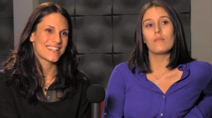 Pappaen til Ann Cathrin (24) og Linn Andersen (23) flyttet hjem til Israel etter at forholdet til deres mor tok slutt da de var små. Siden har de ikke sett hverandre, før TV2 gjenforente dem. (Skjermdump fra TV2)
