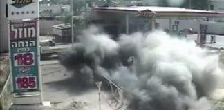 En rakett fra Gaza-stripen rammer en israelsk bensinstasjon. Bildet er av tidligere angrep. Den siste uken er Israel angrepet med hundrevis av raketter fra Gaza.