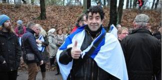 Deltaker med israelsk flagg på MIFFs støttemarkering for Israel 24. november 2012.